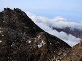 雲湧く鳥海山新山