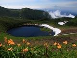 鳥海湖と月山遠望