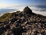 磐梯山山頂と雲広がる猪苗代湖