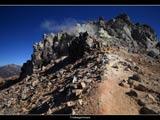 焼岳山頂と笠ヶ岳遠望