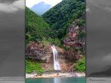 カムイワッカの滝と深緑の知床