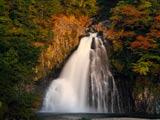 夕照の法体の滝