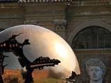 バチカン美術館中庭の球のある球体